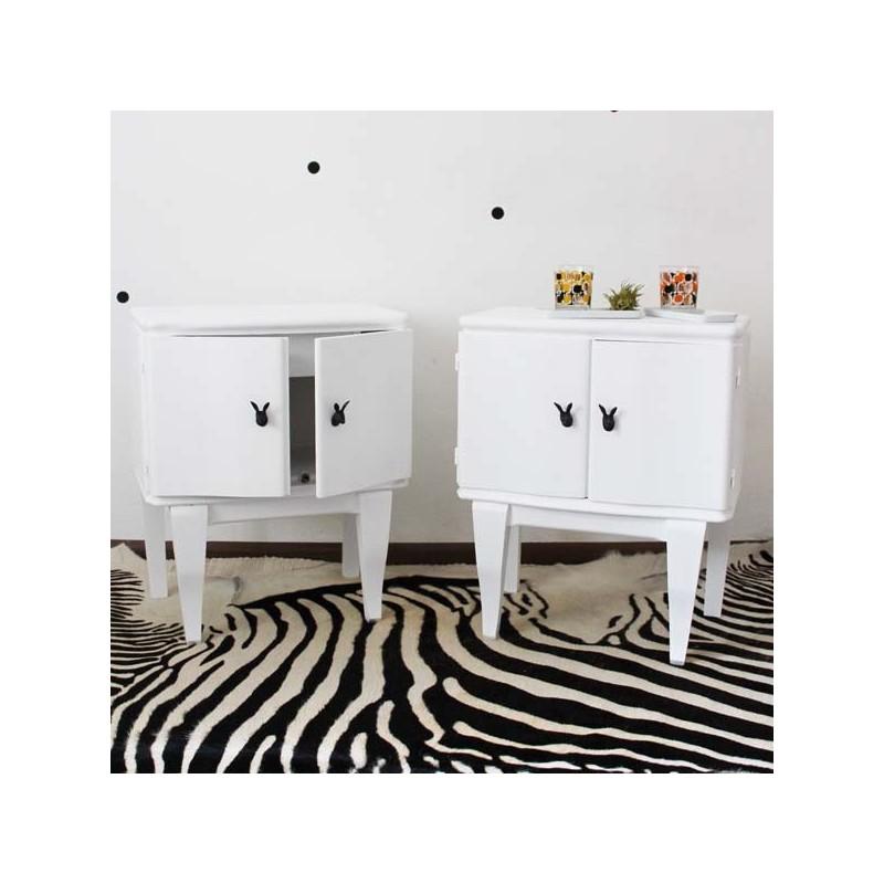 paire de chevets blancs. Black Bedroom Furniture Sets. Home Design Ideas
