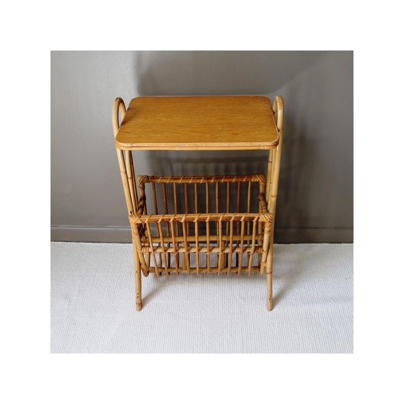 porte revues en rotin vintage. Black Bedroom Furniture Sets. Home Design Ideas