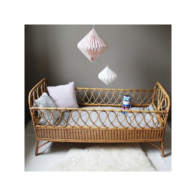 lit rotin et bambou vintage pour enfant de 0 3 ans. Black Bedroom Furniture Sets. Home Design Ideas